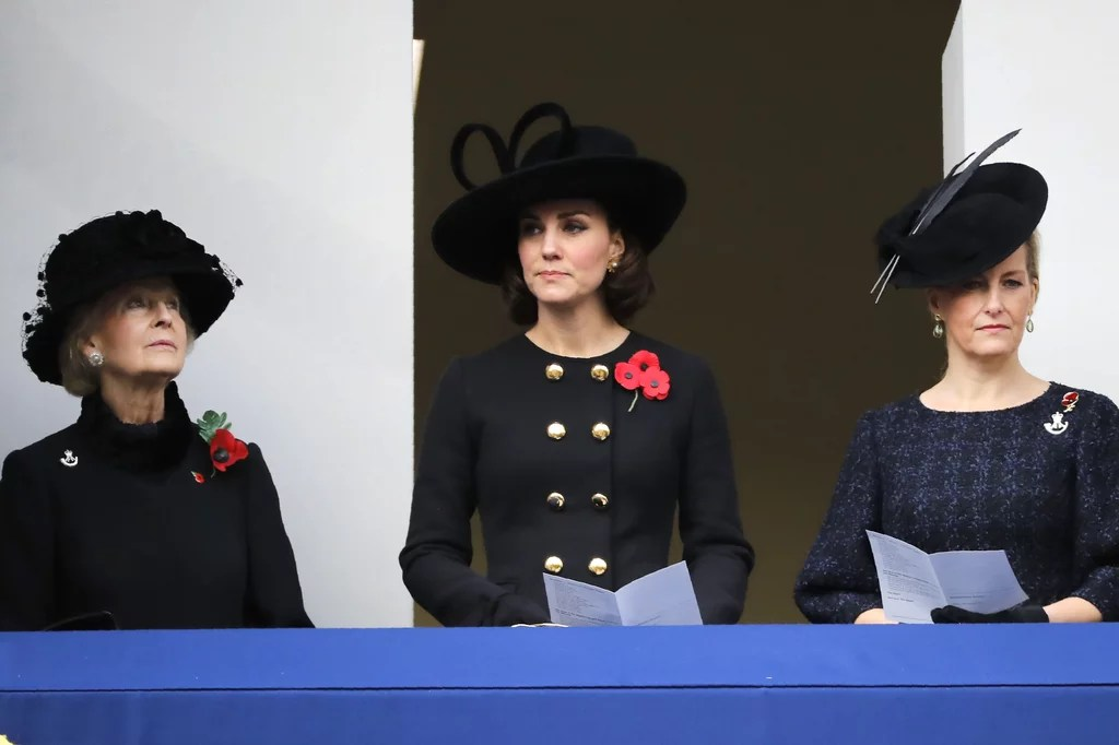 The British Royal Family on Remembrance Day 2017 ...