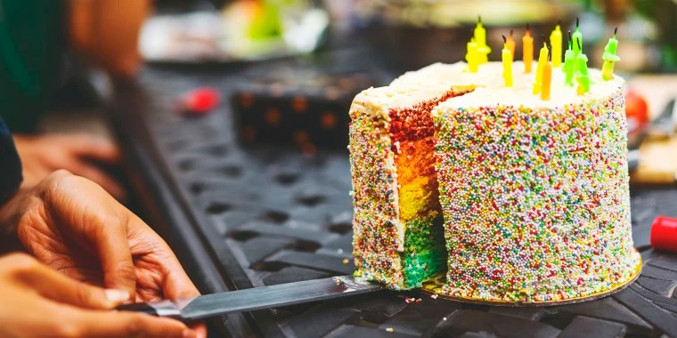 The Best Way To Cut Cake For A Big Party