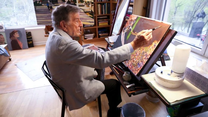 Tony Bennett Paints Too See The Singer S Art Studio And