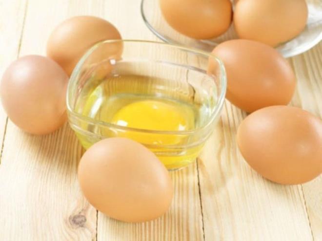 تخم مرغ خام