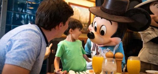 Character Dining Disneyland