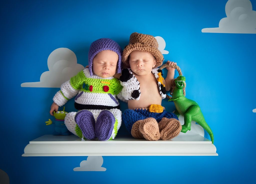 baby photoshoot, toy story twins