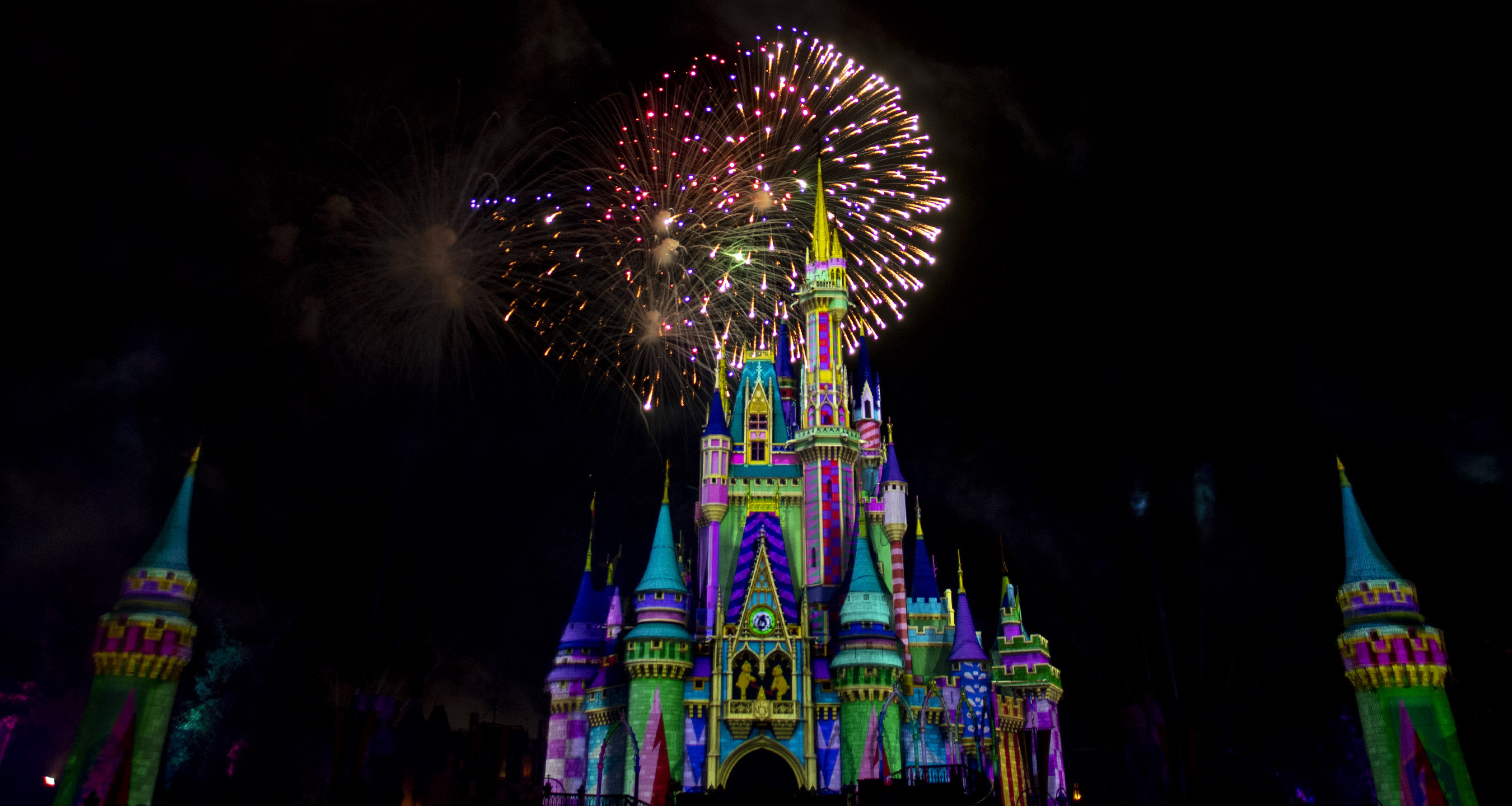 Minnie's Wonderful Christmastime Fireworks