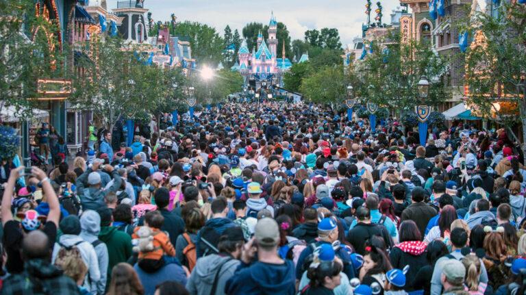 Disneyland-crowd-768x431.jpg
