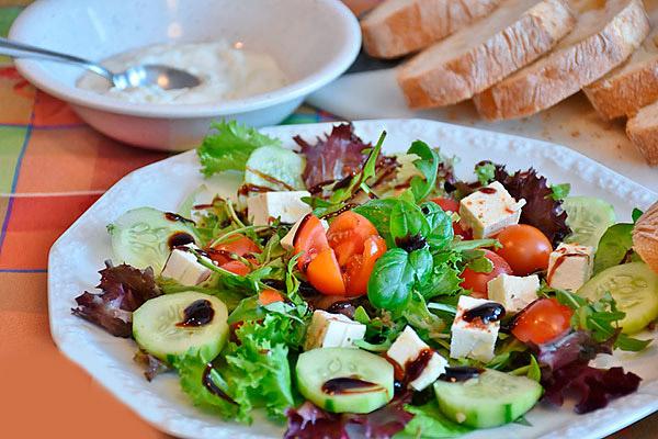 Ochen-vkusnyj-grechekskij-salat
