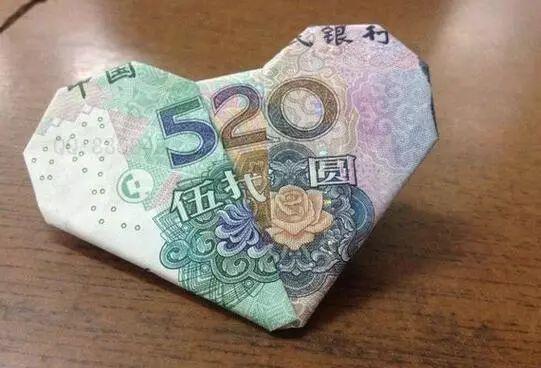 """""""爱很深刻,而性只有几英寸?!薄?018上海成人展"""