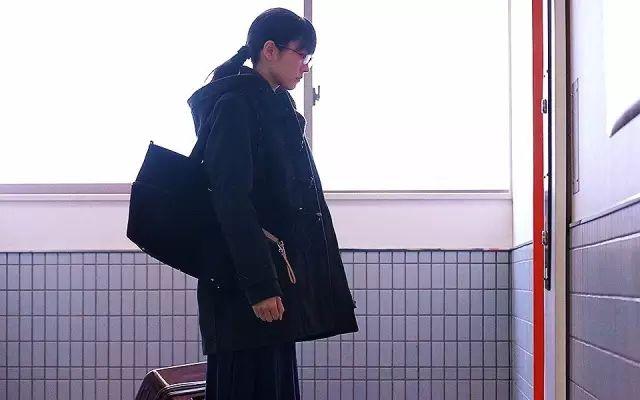 好文170901:那个用裸照换了一个2万块LV包包的女大学生