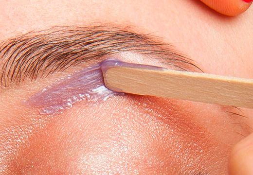 Application wax under eyebrow