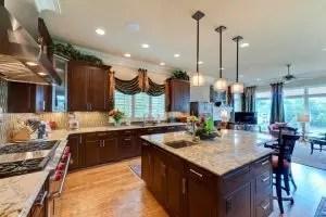 Bagaimana untuk menjahit langsir untuk dapur (pendek, balkoni, Roman) Do-it-Yourself + 70 Novelties Foto Idea untuk Reka Bentuk 2018-2019 + Ulasan