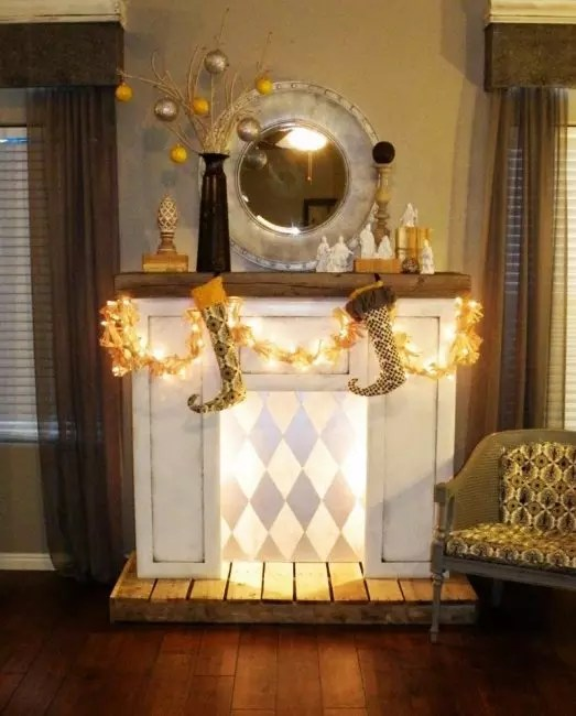 Decorate the fireplace of various decor from the store