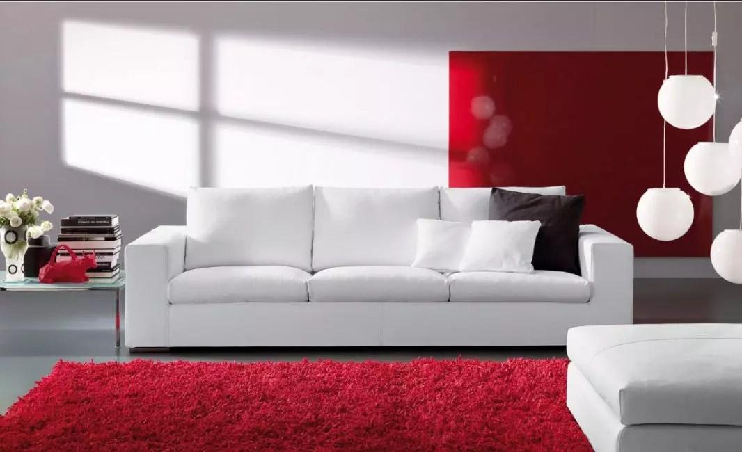 Обновленный диван белого цвета