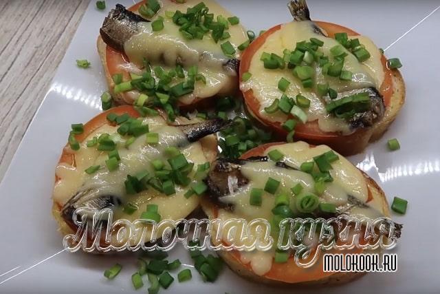 گزینه با گوجه فرنگی و پنیر در مایکروویو