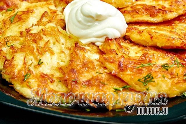 烹饪选择加入大蒜和奶酪