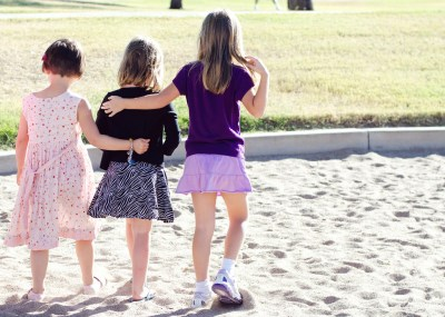 5 Ways to Strengthen Friendships - Mom it ForwardMom it ...