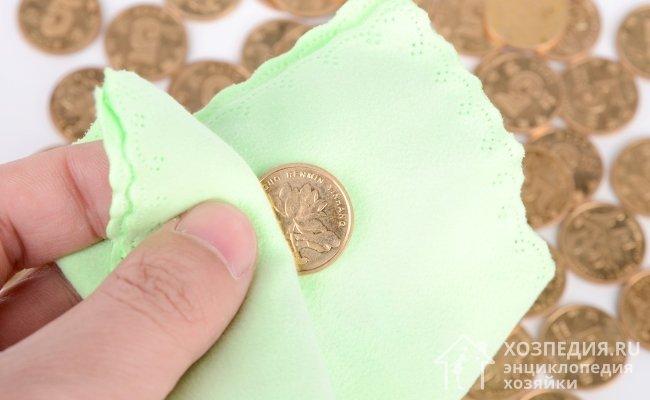 Temizledikten sonra, önemsememek zorunlu su ile yuvarlanır ve kuru yumuşak bezleri veya kağıt peçeteyi silin