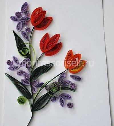 Cartão postal com tulipas em uma técnica de quilling