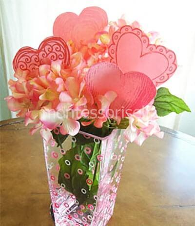 Buquê de flores com corações de papel