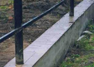 Nadace stuhy pro plot z vlnité