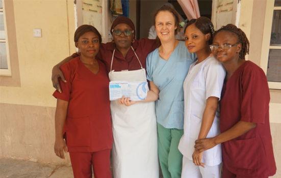 Maria Milland med kollegerne på Jahun-hospitalet i det nordlige Nigeria.