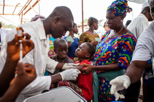 Mæslinger er en yderst smitsom virussygdom, som er særlig farlig for børn.