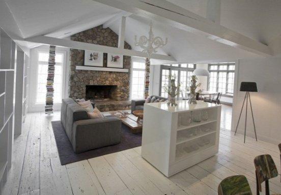 Living Room Friendly Decor Family