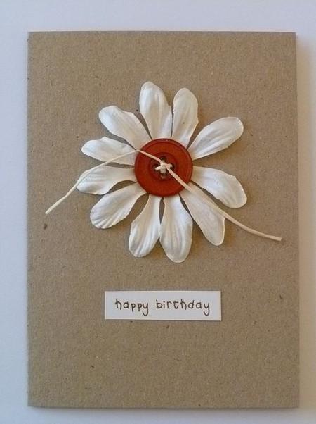 Weiße Kamille auf einer Postkarte