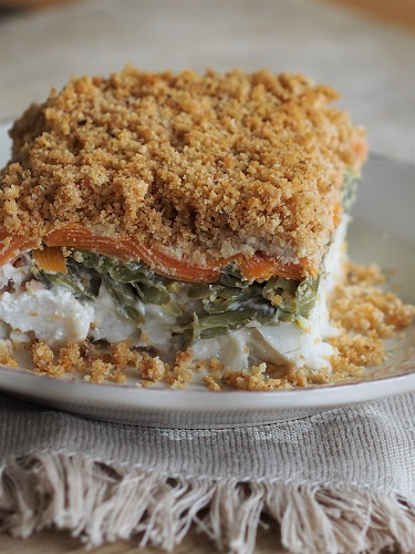 Fish and vegetable crumble pie with coconut milk