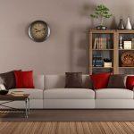 epätavallinen tyyli olohuoneessa, jossa on epätavallinen seinäkello