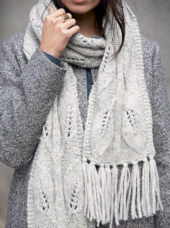 Bella sciarpa lavorata a maglia
