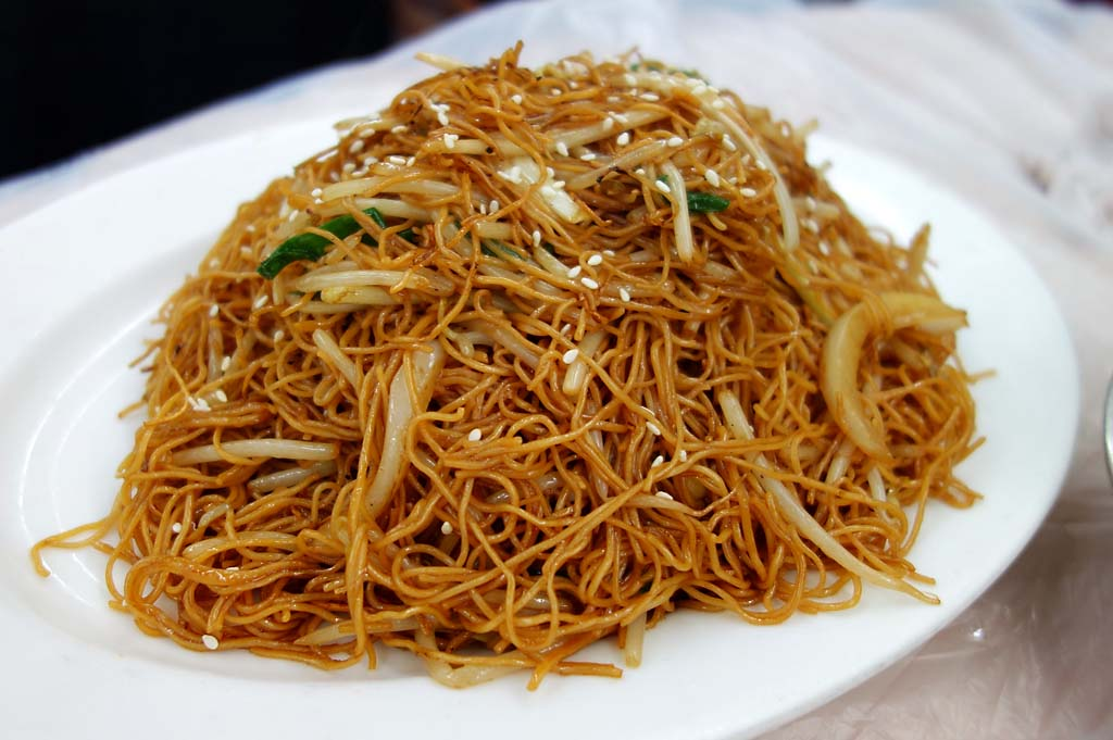Dry Chicken And Rice Noodle Mein Chow