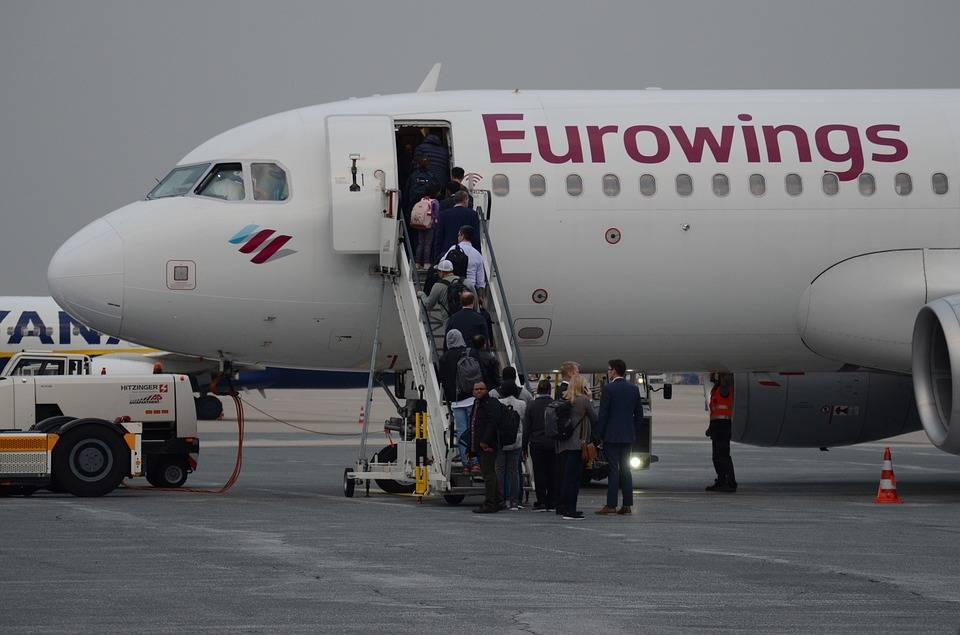 letadlo eurowings na letišti