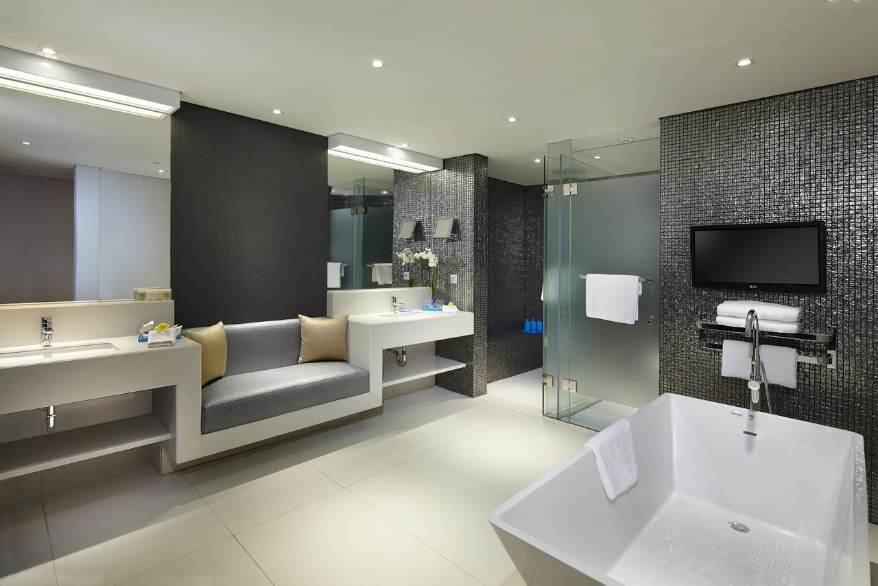 Double-Six, Luxury Hotel