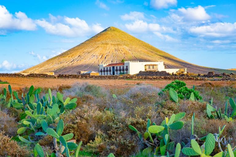 Tindaya and the Casa de los Coroneles in La Oliva, Fuerteventura