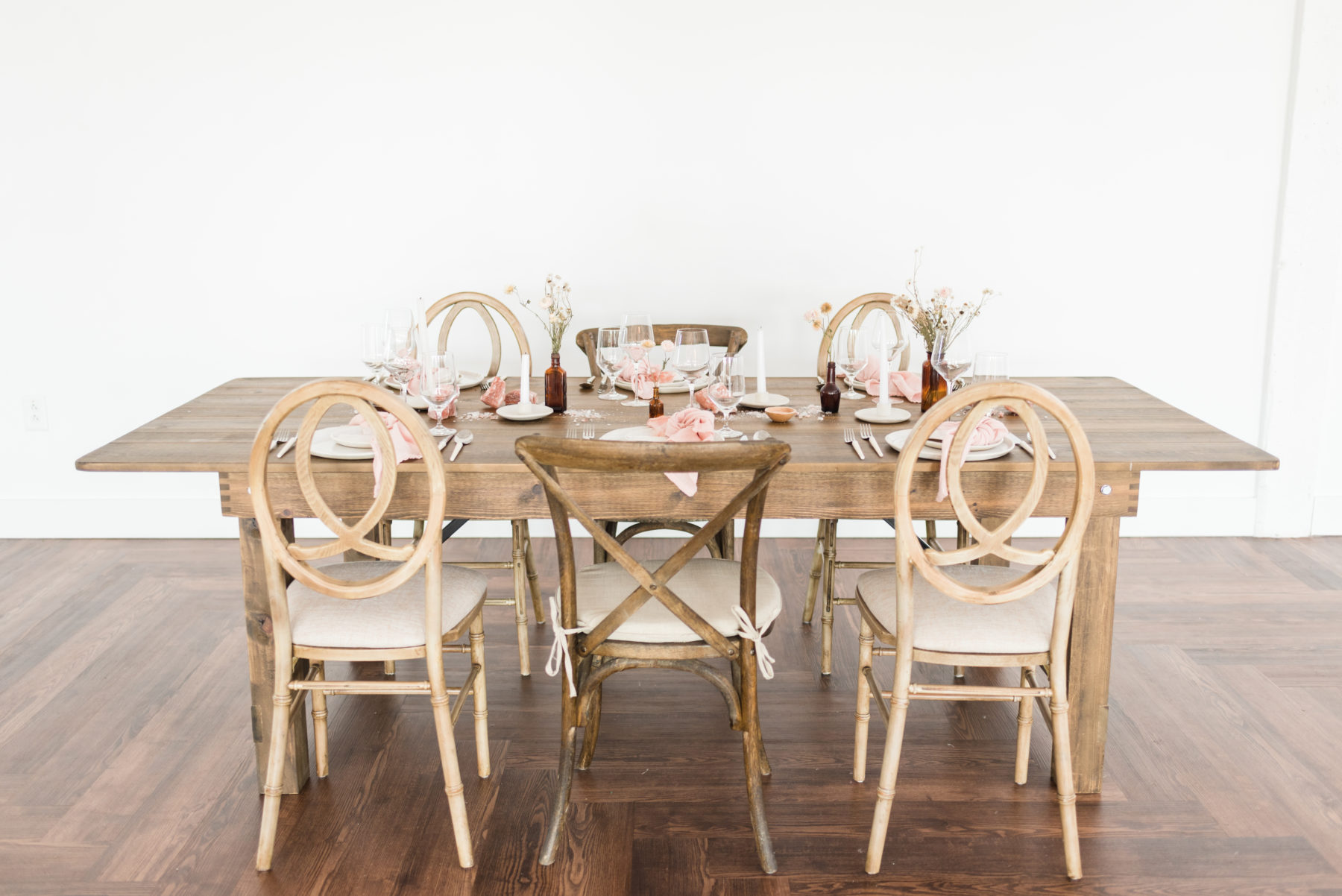 Wooden Wedding Tablescape: Organic Blush Wedding Inspiration captured by Mandy Liz Photography