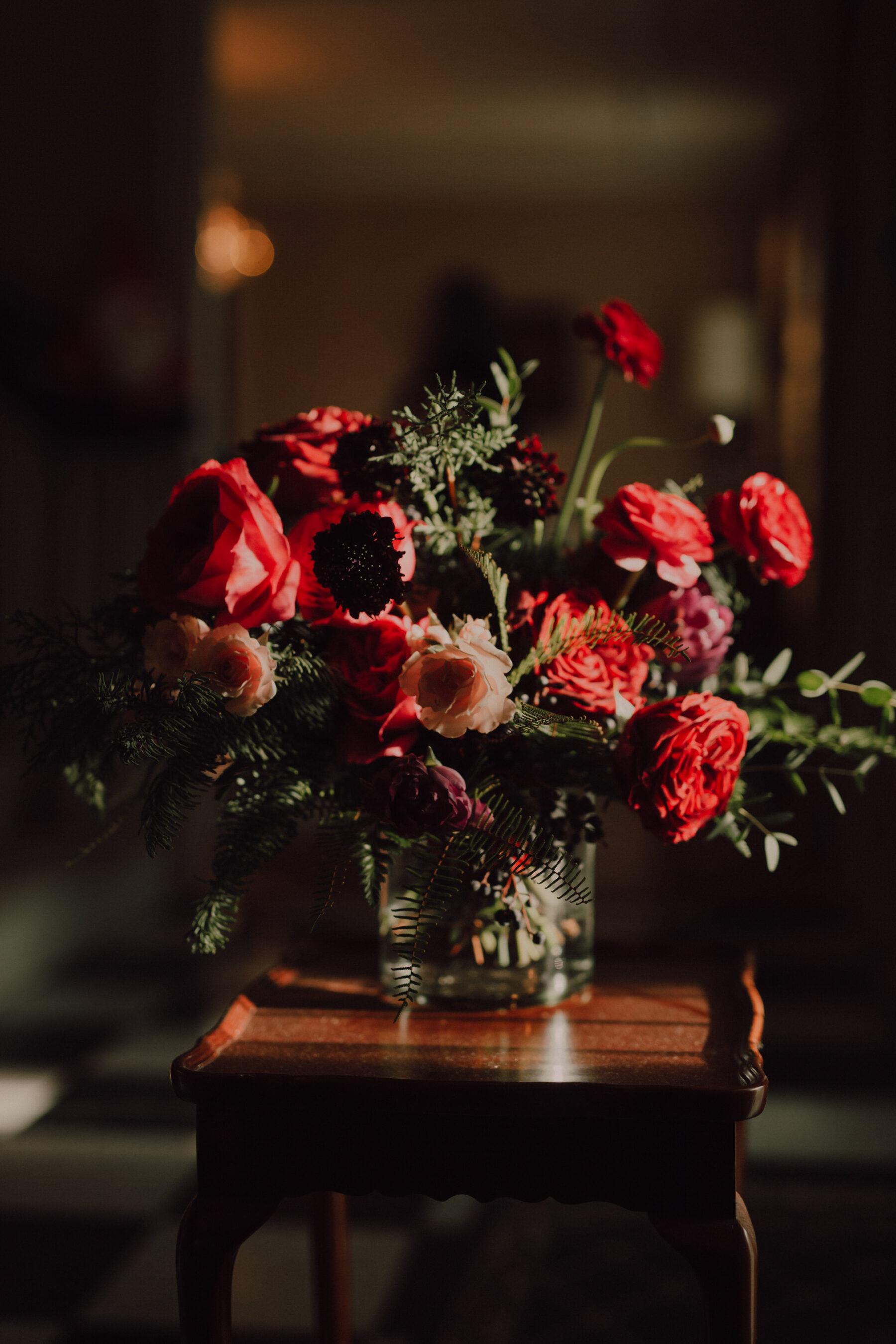 Red wedding flowers   Nashville Bride Guide