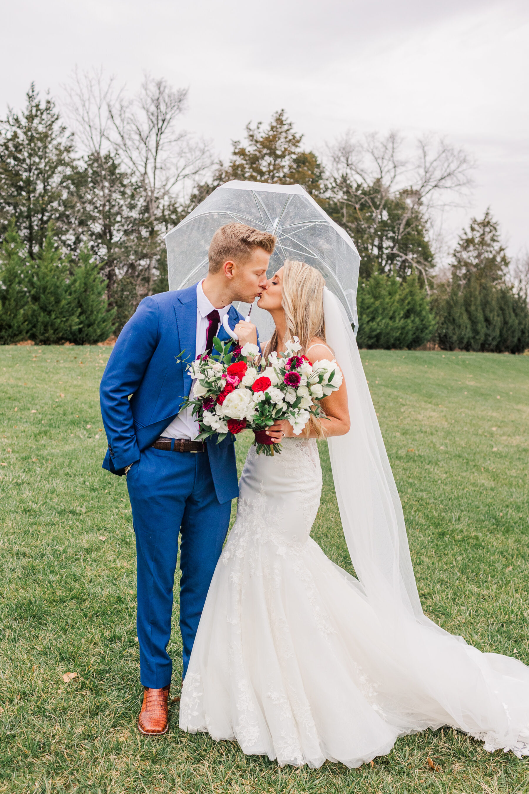 Rainy wedding day photography by Amy Allmand | Nashville Bride Guide