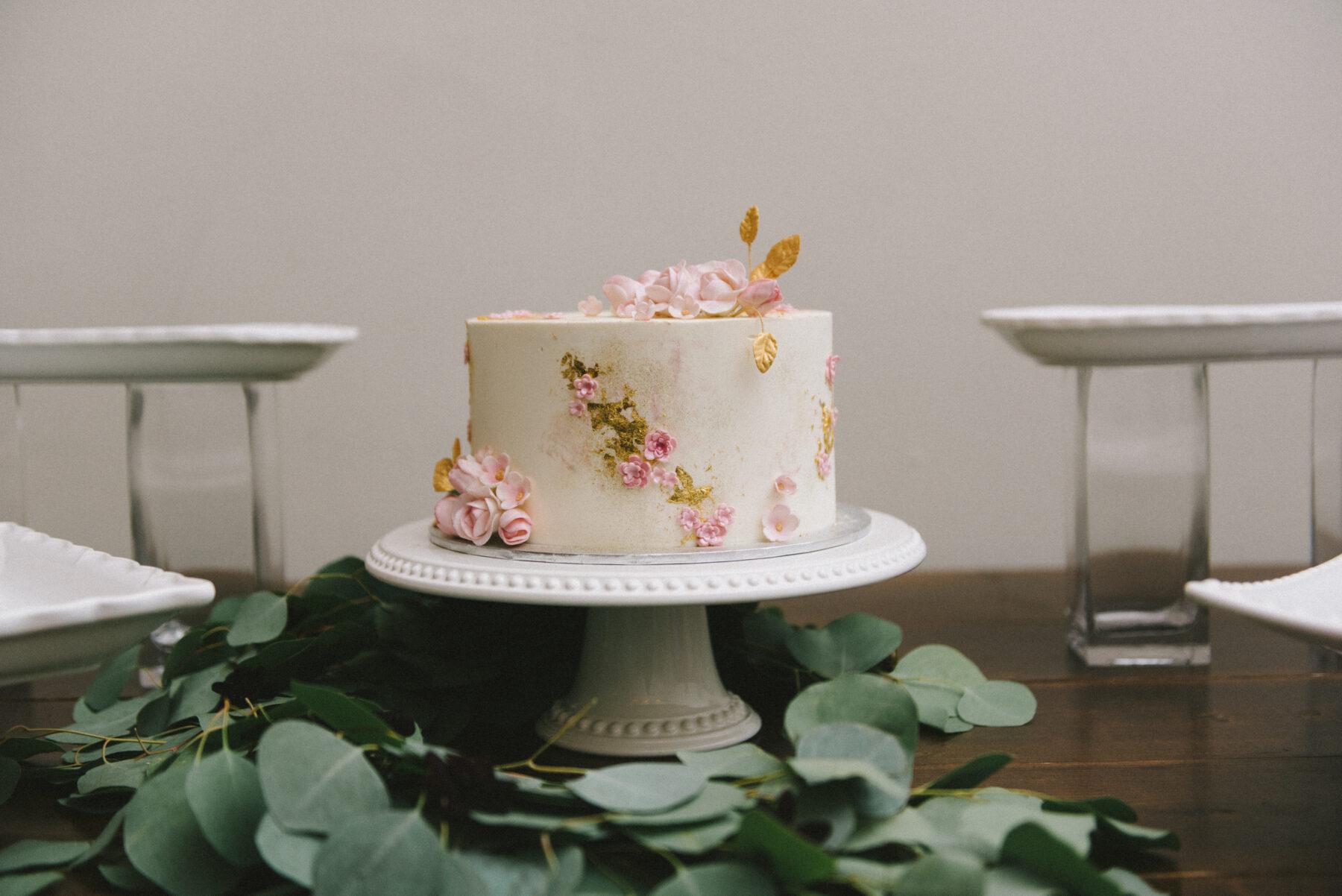 Dulce Desserts Wedding Cake   Nashville Bride Guide
