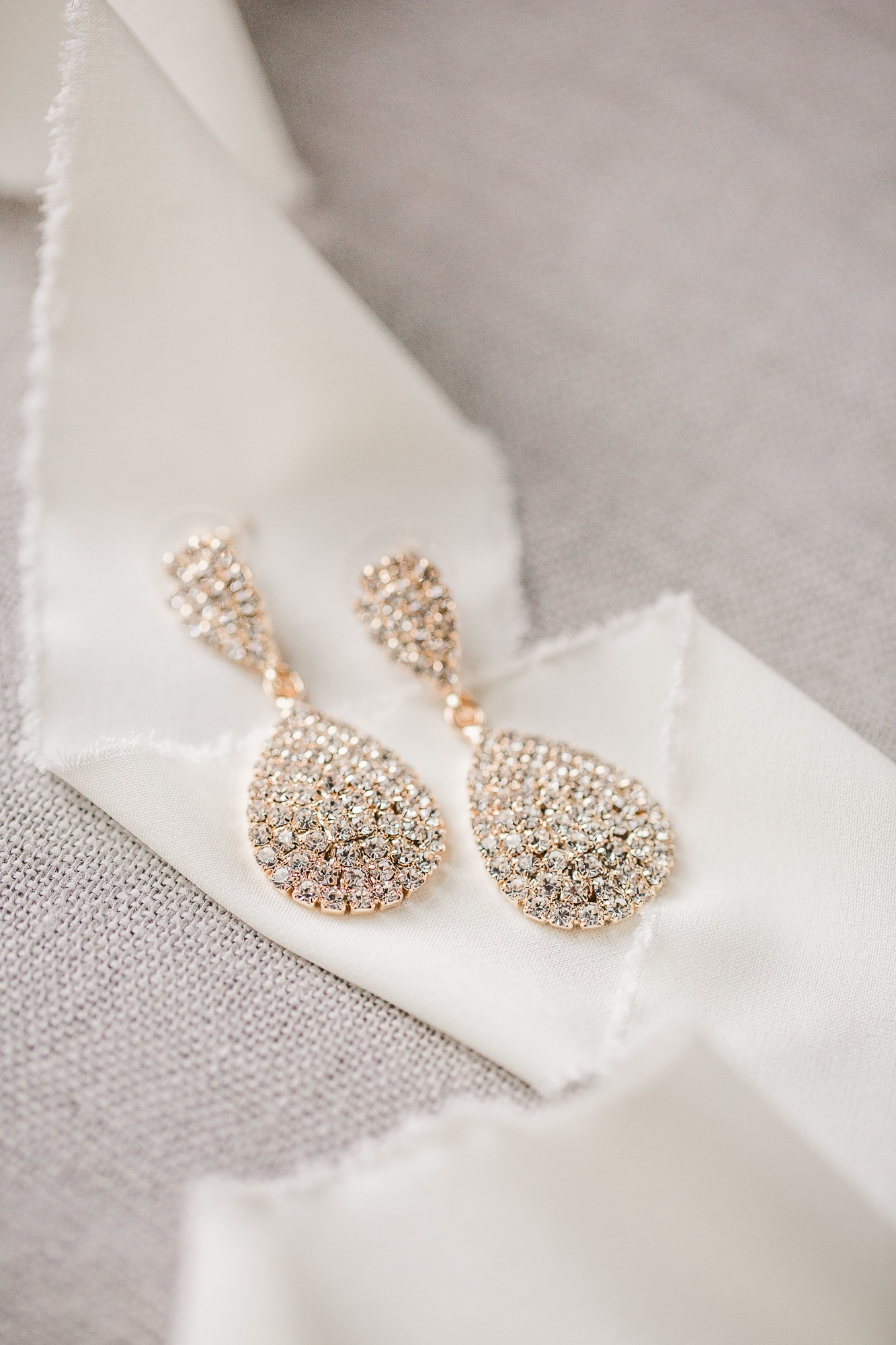 Dangling Bridal Earrings   Nashville Bride Guide