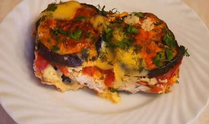 صدر دجاج مع الباذنجان والطماطم