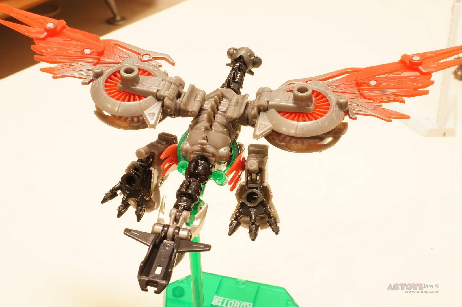 Closer Look At Transformers: Dark Of The Moon Laserbeak ...