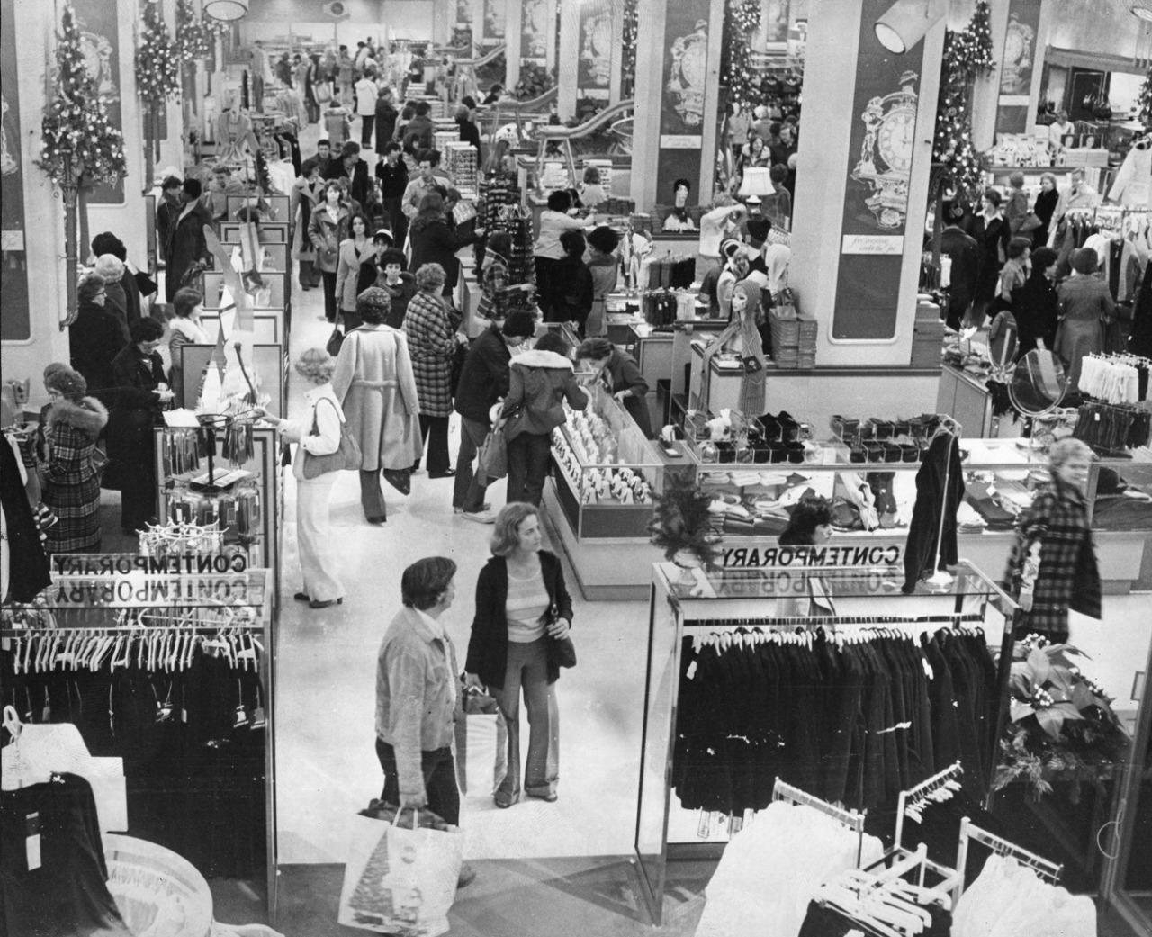 Sunday Christmas shoppers at Kaufmann's