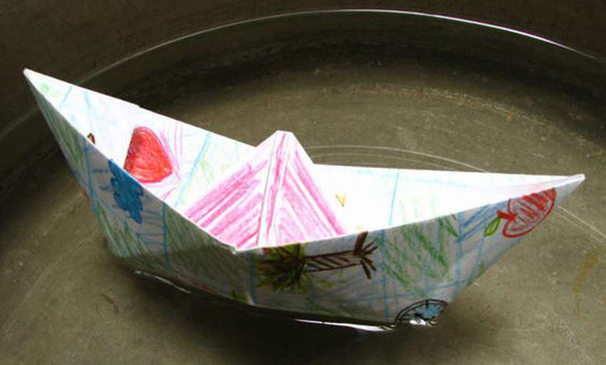 кораблик из бумаги который плавает