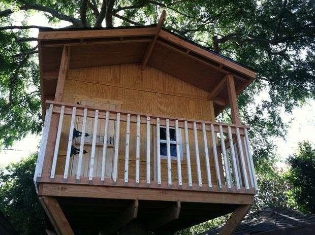 Ngôi nhà trên cây cho trẻ em bằng tay của chính họ