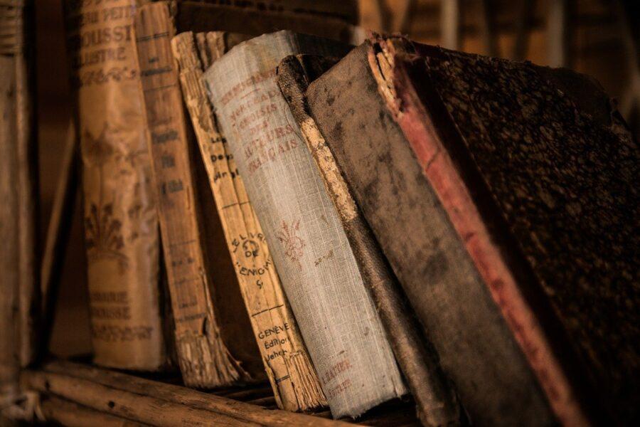 Ескі кітаптар көбінесе барлық жолдар мен сөйлеу көрсеткіштерімен толықтырылады.
