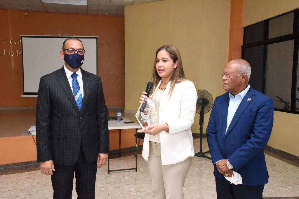Ministro Deligne Ascensión agradece reconocimiento como funcionario público del mes de julio dado por el portal Nuestras Instituciones Públicas