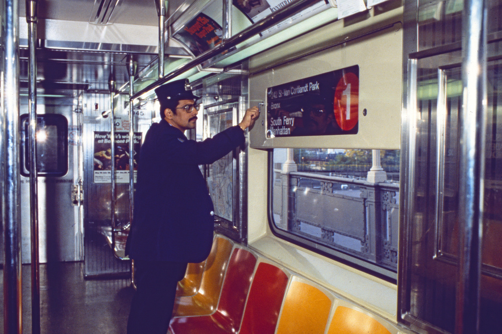 Car Subway R10 York City New