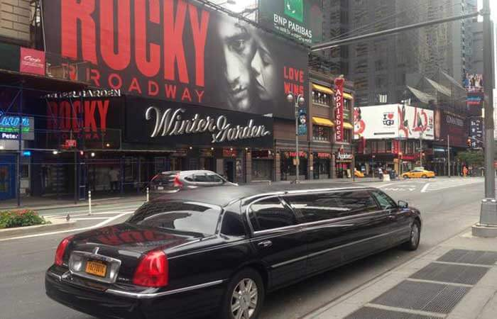 nyc rich limo - 700×450