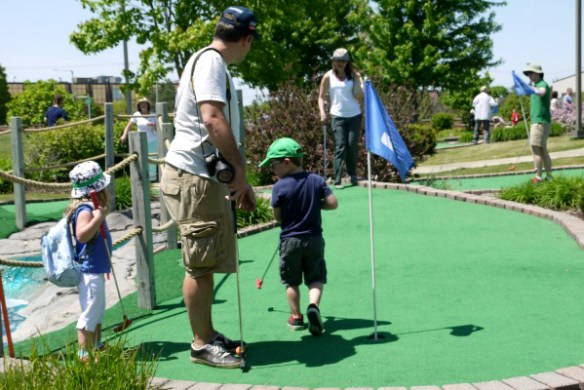 Mini Golf Chicago Suburbs  Fun Family Miniature Golf Course