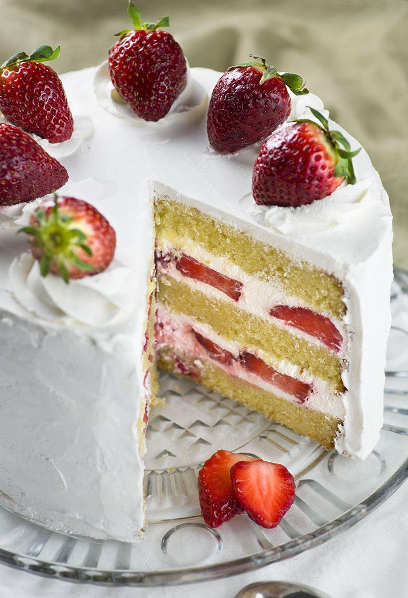 Easy Moist Strawberry Cake