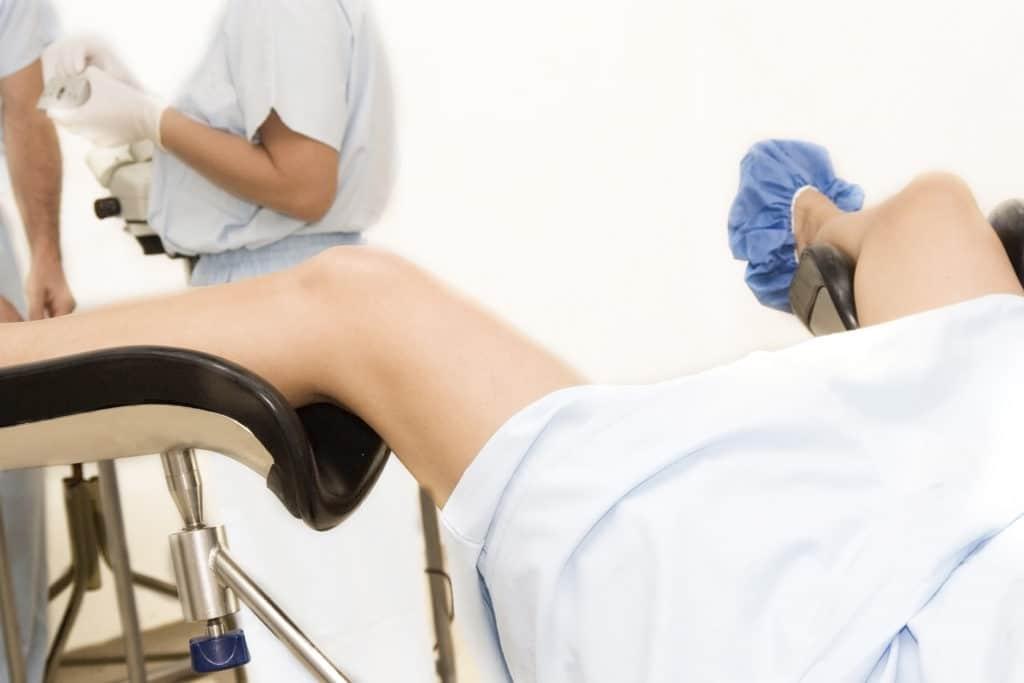 Hormonaalisen ehkäisyn (COC) pitkittynyt vastaanotto ilman lääkärin määräämistä.